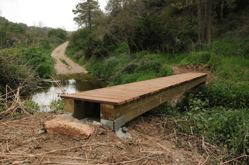 cimentando una pasarela en Pontils (La ruta del Cister)
